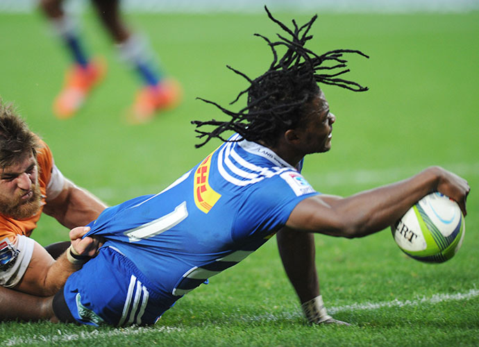 CAPE TOWN, SOUTH AFRICA - MAY 30: Seabelo Senatla of the Stormers scores a try during the Super Rugby match between DHL Stormers and Toyota Cheetahs at DHL Newlands Stadium on May 30, 2015 in Cape Town, South Africa. (Photo by Peter Heeger/Gallo Images)