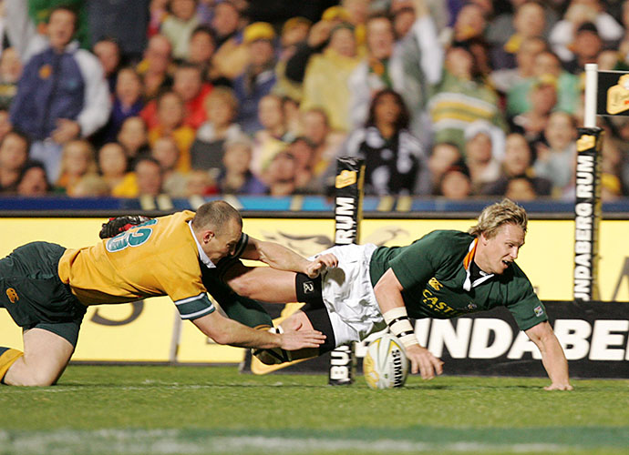 PERTH, AUSTRALIA :31 JULY 2004 : Jean de Villiers scores his try during the Tri Nations match between the Australian Wallabies and the South African Sprinboks at Subiaco Oval in Perth, Australia. Photo Credit : © Duif du Toit Gallo Images